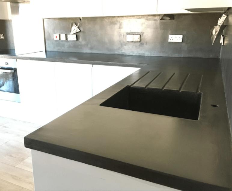 Black microcement ktichen worktop